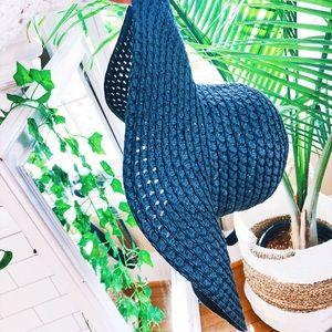 Accessories - Black Floppy Beach Circle Hat 🌿